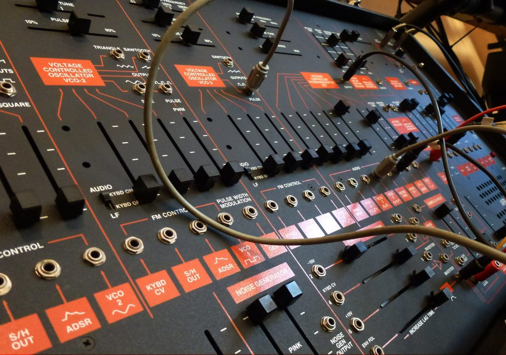 WAVE IN HEAD´s black / orange ARP 2600